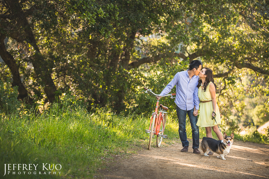 001_hiking_vintage_bike_corgi_dog_engagement_wedding_photographer